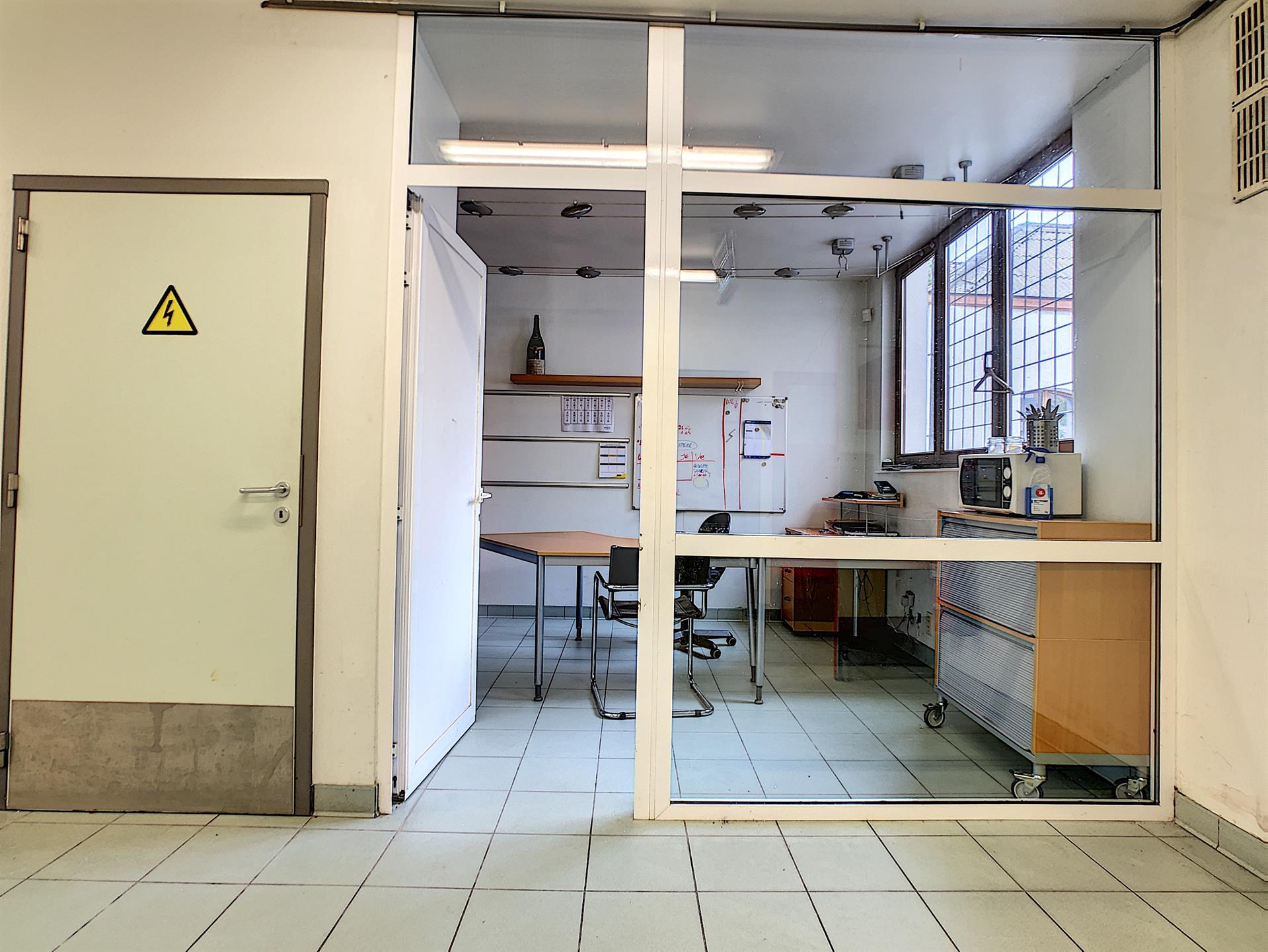 Bureaux & entrepôts - Molenbeek-Saint-Jean - #4036306-8