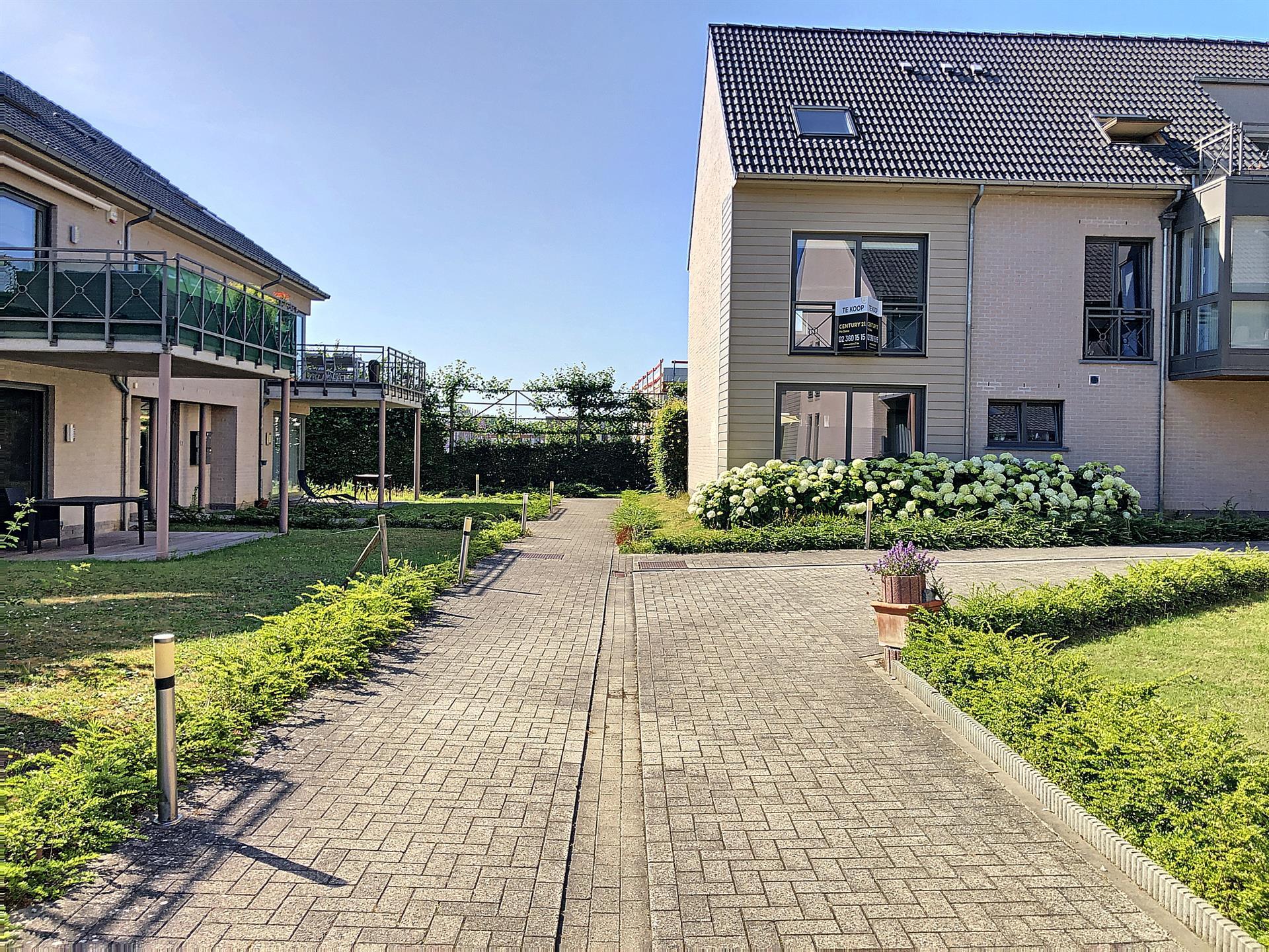 Rez-de-ch. avec jardin - Sint-Pieters-Leeuw - #4080569-9